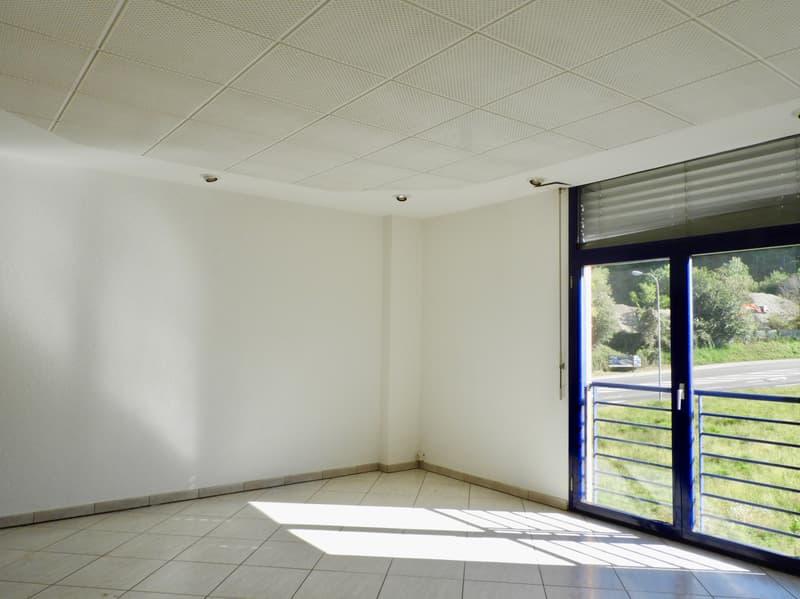Affittasi ufficio 2.5 locali zona Piodella (1)