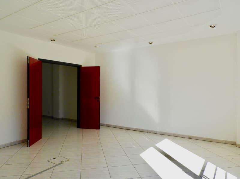 Affittasi ufficio 2.5 locali zona Piodella (2)