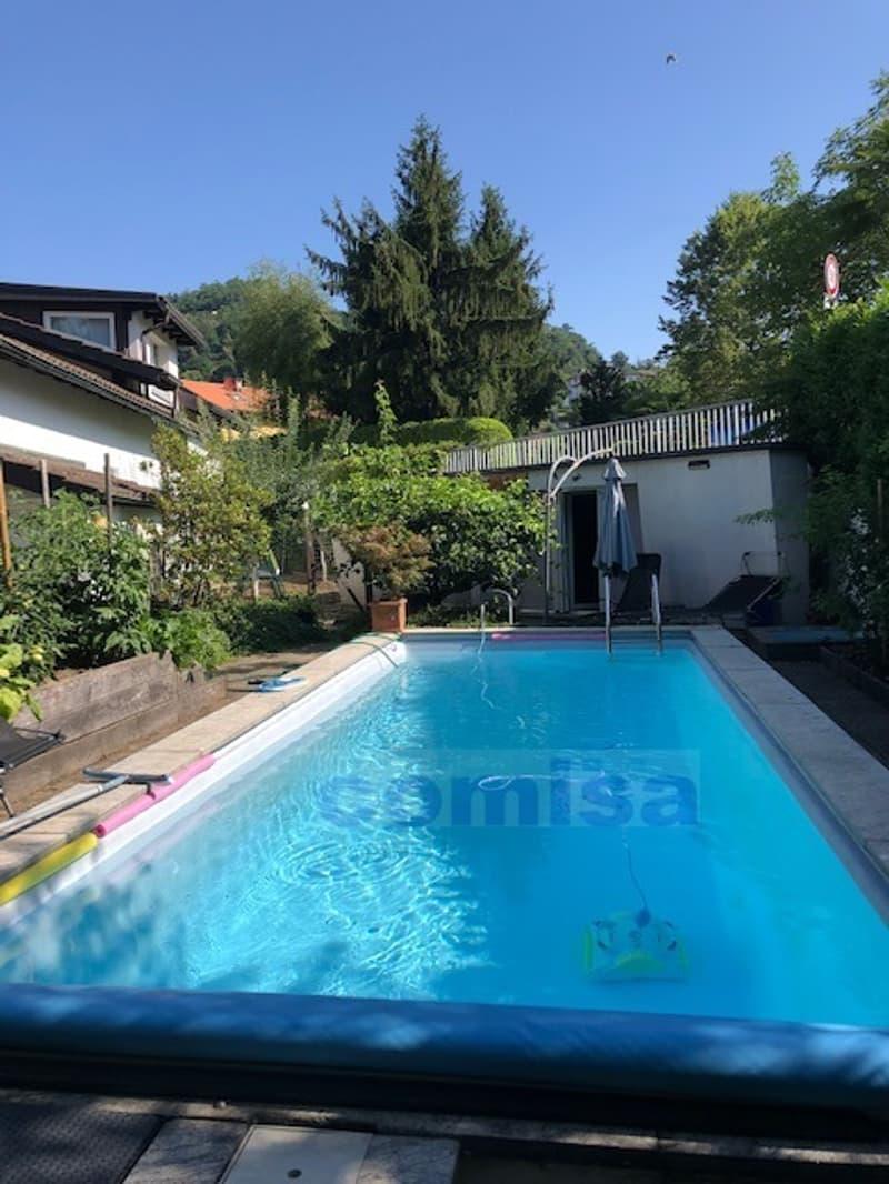 MUZZANO Villa con piscina e atelier, vista aperta nel verde (2)