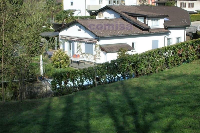 MUZZANO Villa con piscina e atelier, vista aperta nel verde (7)