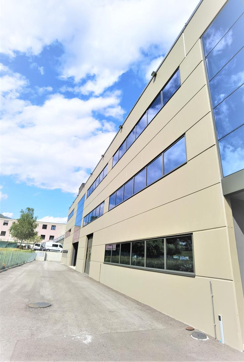 Nuovo capannone industriale moderno in fase di ultimazione per magazzino/laboratorio/uffici/showroom (1)