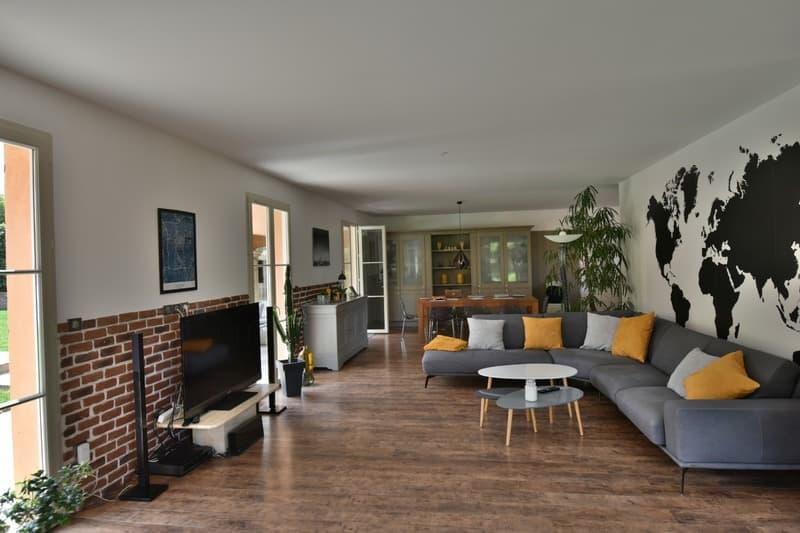 CHASSELAY (69) maison d'architecte récente de 214 m² avec piscine et (2)