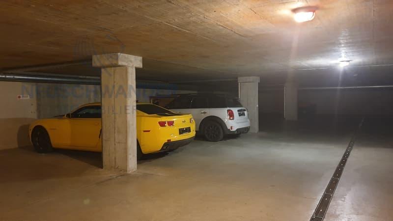 19 places disponibles dans Parking intérieur (1)