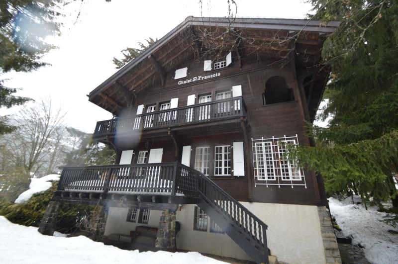 Stunning large Chalet in centre of Villars sur Ollon on a large parcelle of 3'334 m2 (1)