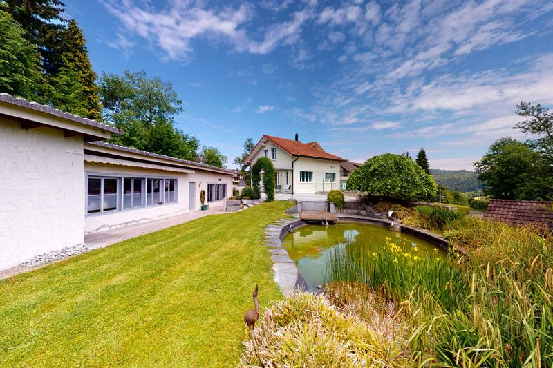 Grosszügiges Haus mit Werkstatt, Atelier und wunderbarer Gartenanlage (1)