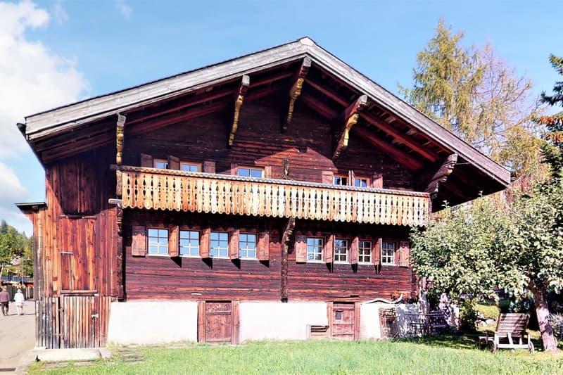 Superbe chalet de 2 logements avec grand jardin au coeur de Leysin (1)
