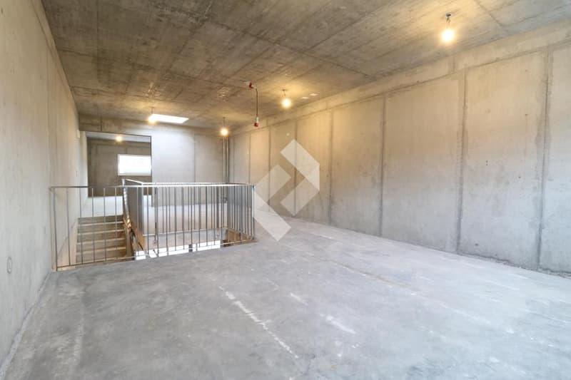 Box industriel de 155.50 m2 en béton armé avec portes de garages ! (13)