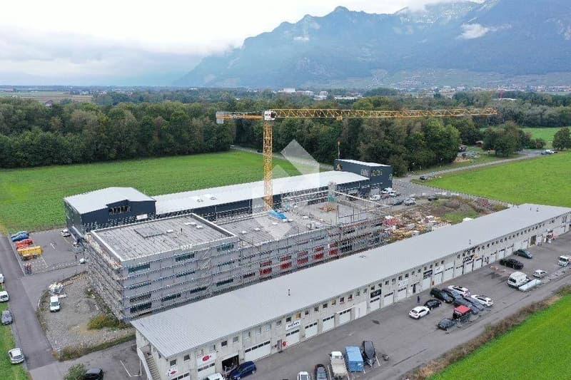 Box industriel de 160 m2 en béton armé avec portes de garages ! (2)