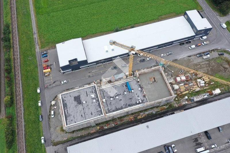 Halle industrielle de 231.50 m2 en béton armé au 1er étage ! (1)