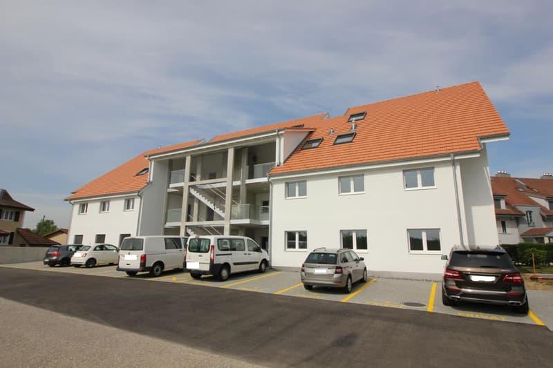 Haus aussen, Eingangsbereich, Parkplätze