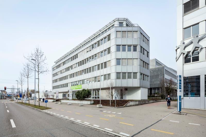 Bezugsbereite Bürofläche mit viel Glas - Parkplätze verfügbar. (5)