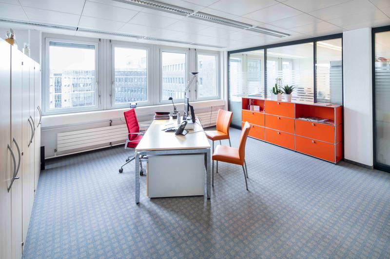 Bezugsbereite Bürofläche mit viel Glas - Parkplätze verfügbar. (1)