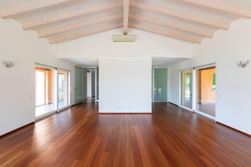 Spaziosa Villa di Architettura Classica con Ampio Giardino (13)