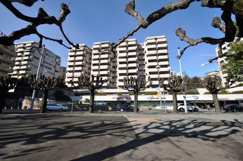 Spazio commerciale di 85 mq sul lungolago in centro di Lugano (1)