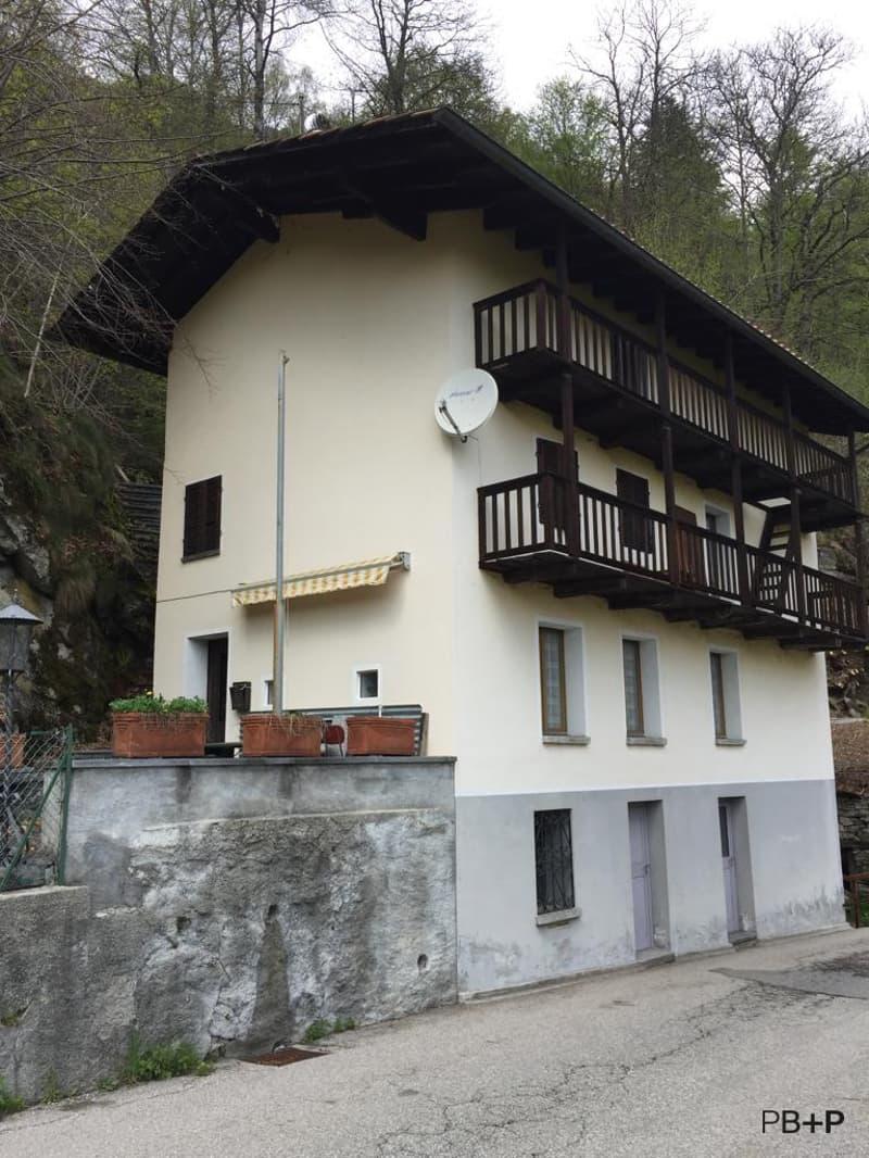 Casa indipendente parzialmente ristrutturata (1)