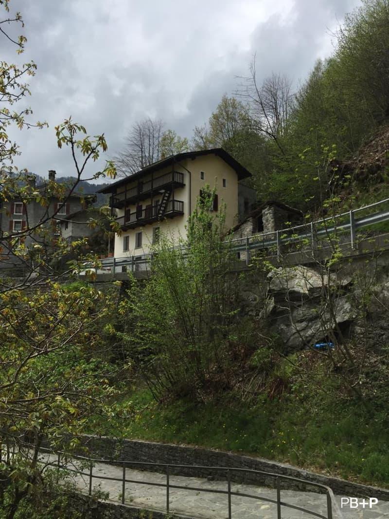 Casa indipendente parzialmente ristrutturata (2)