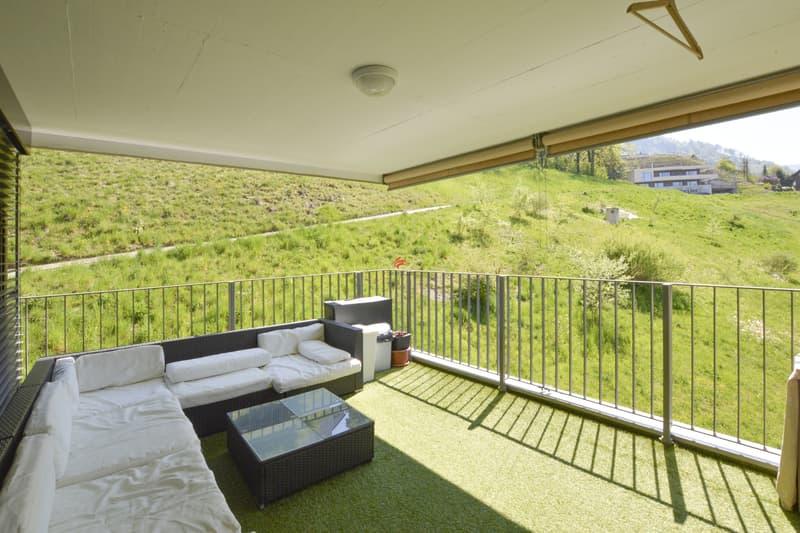 Herrlich grosszügige Terrasse mit Blick ins Grüne