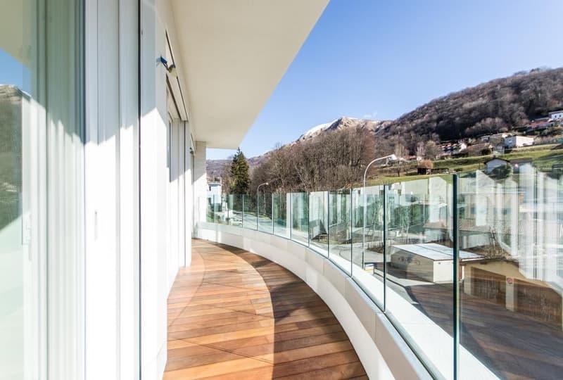Moderna Villa con giardino (1)