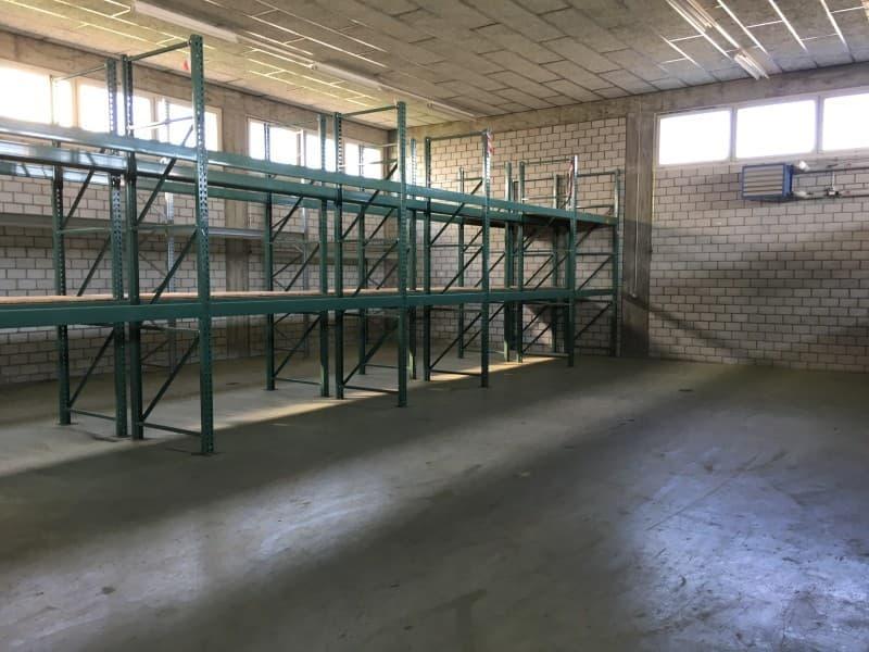 Zu vermieten Gewerbe- und Lagerräumlichkeiten (2)
