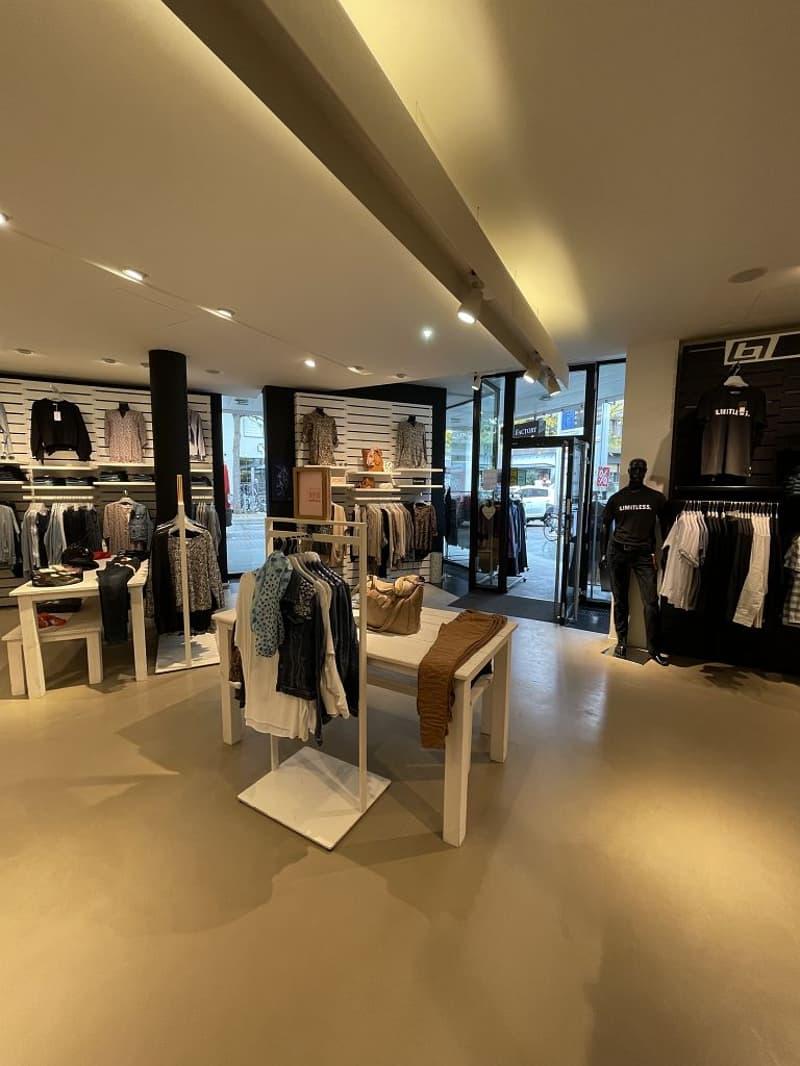 Die Ladenfläche von rund 97m2 befindet sich an bester Lage direkt beim Zugang zur Mall und vis-à-vis vom Bahnhof Lyss. (5)