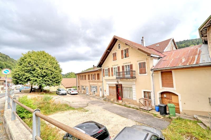 Maison villageoise de 3 appartements à rénover (2)