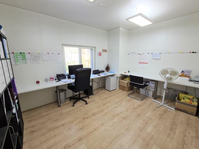 NOUVEAU PRIX DE VENTE - Immeuble comprenant entrepôts, bureaux, surfaces de stockage ateliers, etc. (2)