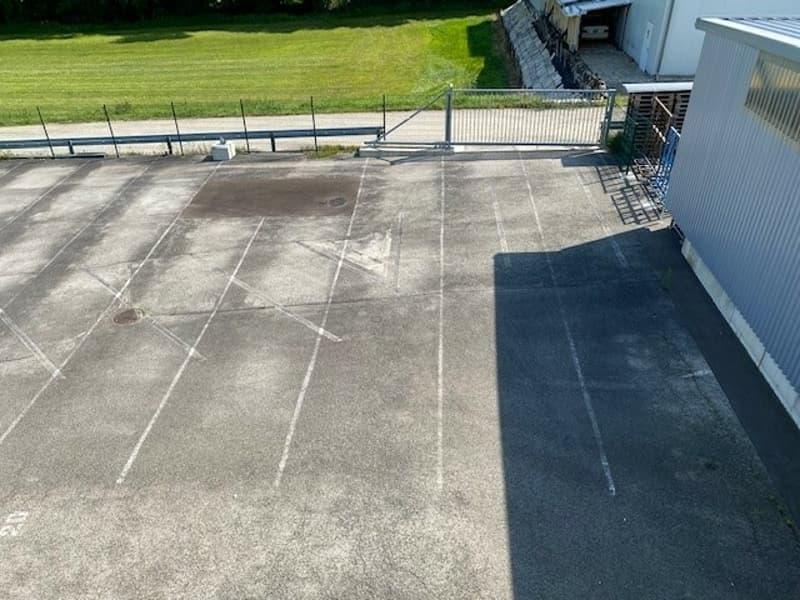Ensemble de places de parc et garage à louer en zone industrielle (3)