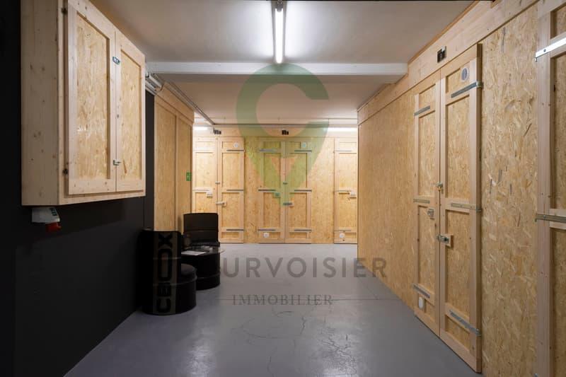Beau bureau facile d'accès et sécurisé en plein centre de Fribourg (1)