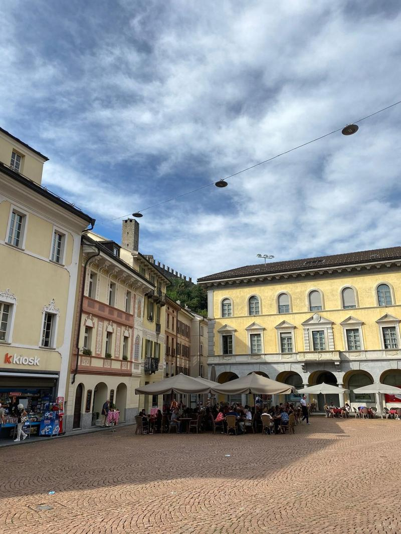 Spazio commerciale in Piazza Collegiata (1)