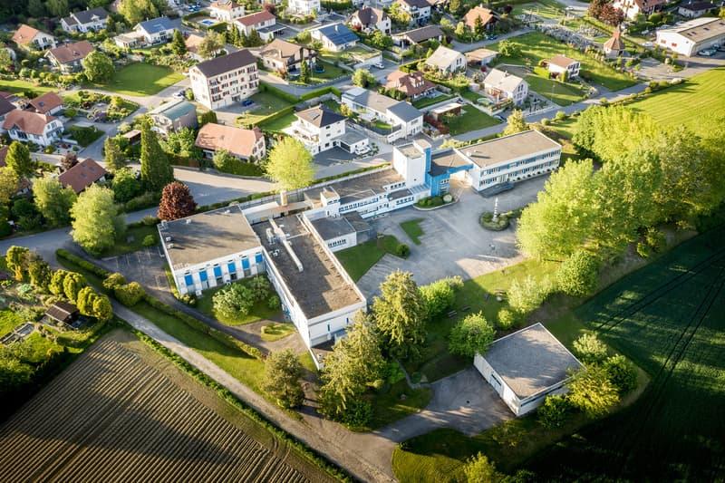 Immeuble industriel et commercial avec grand terrain constructible (2)