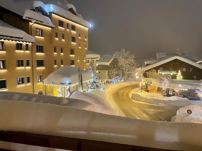 Alpine Chic in Klosters: Zweitwohnsitz Bijou mit Hotelanschluss (29)