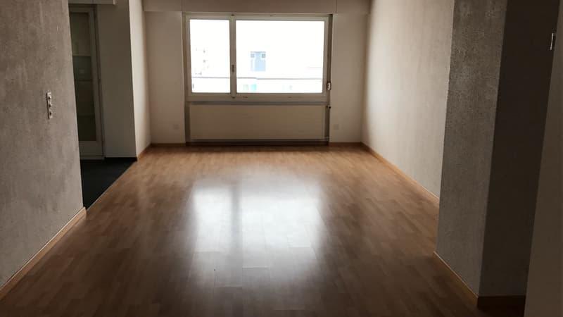 3 1/2 Zimmerwohnung mit Balkon (4)
