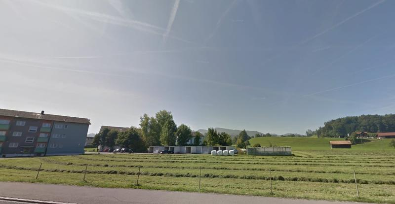 Bauland mit 10 Einzelgaragen zu verkaufen (2)