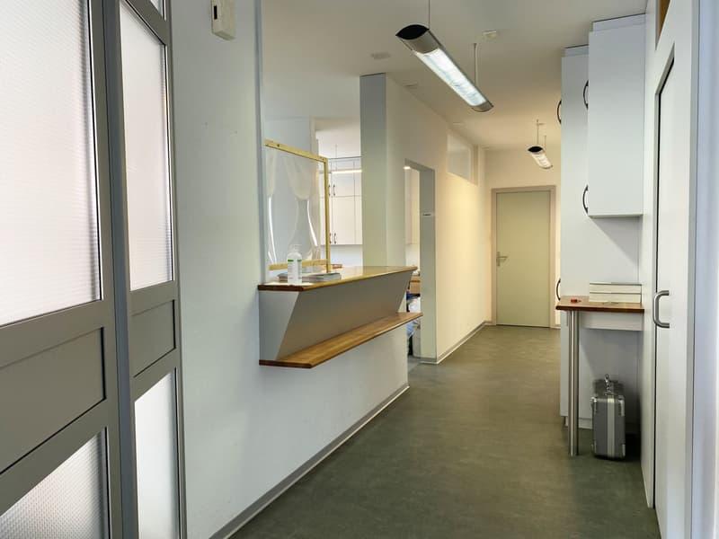 Erdgeschoss / Arztpraxis links