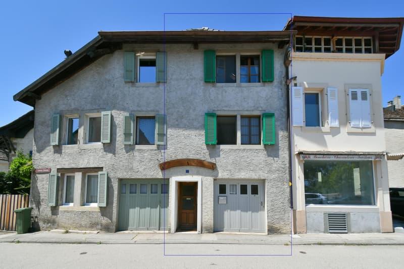 Maison de village dans le bourg de Crans (1)