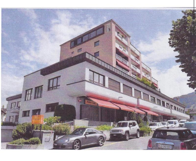 Spielsalon/Café/Restauerant im Stockwerkeigentum am Bahnhofplatz in Lachen zu verkaufen (1)