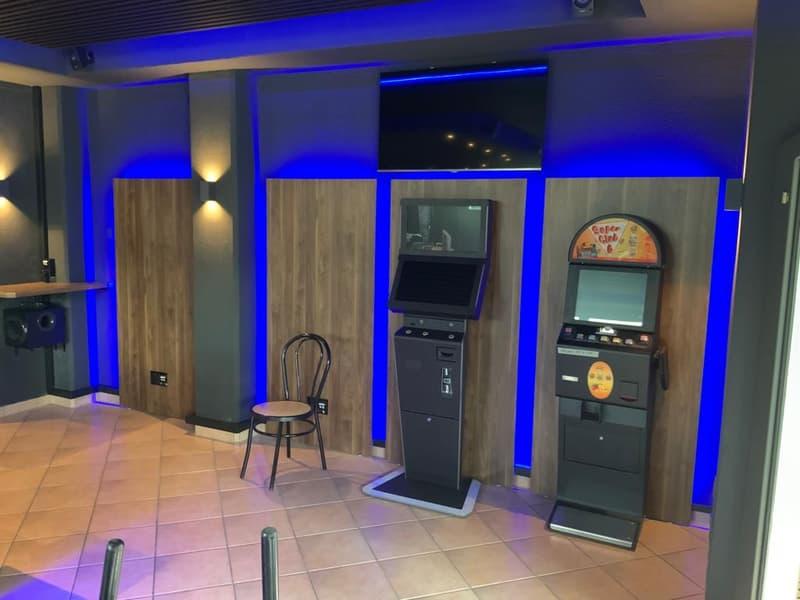 Spielsalon/Café/Restauerant im Stockwerkeigentum am Bahnhofplatz in Lachen zu verkaufen (2)