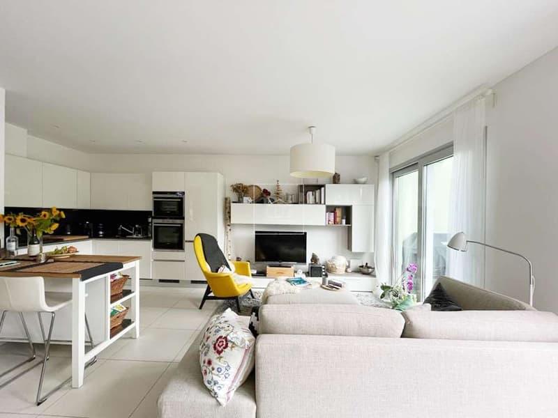 Appartamento 3,5 locali con giardino e vista lago (2)