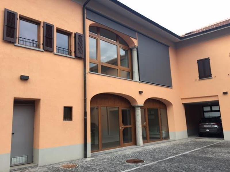 Stabio Ufficio con vetrine (1)