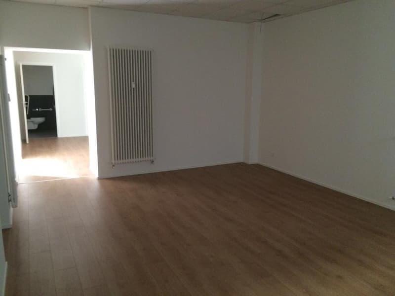Stabio Ufficio con vetrine (4)