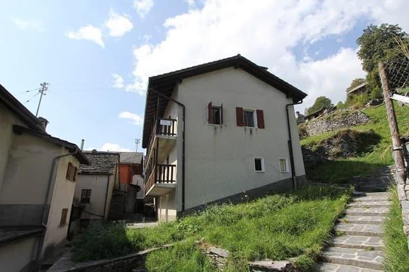 2-Familienhaus mit Garten und Rustico / casa bifamiliare con rustico da ristrutturare (1)