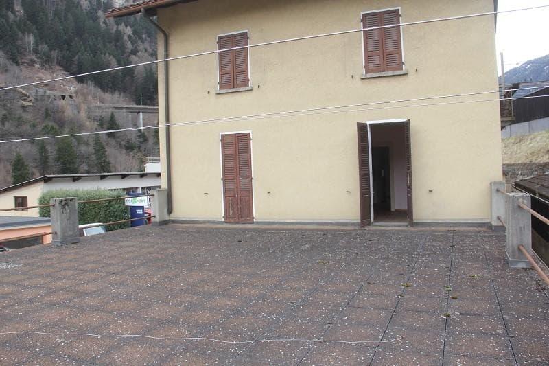 3-Familienhaus mit 4-Zi-Wohnungen und 2 Lagergebäuden / casa con 3 appartamenti e 200 m2 labaratorio (11)