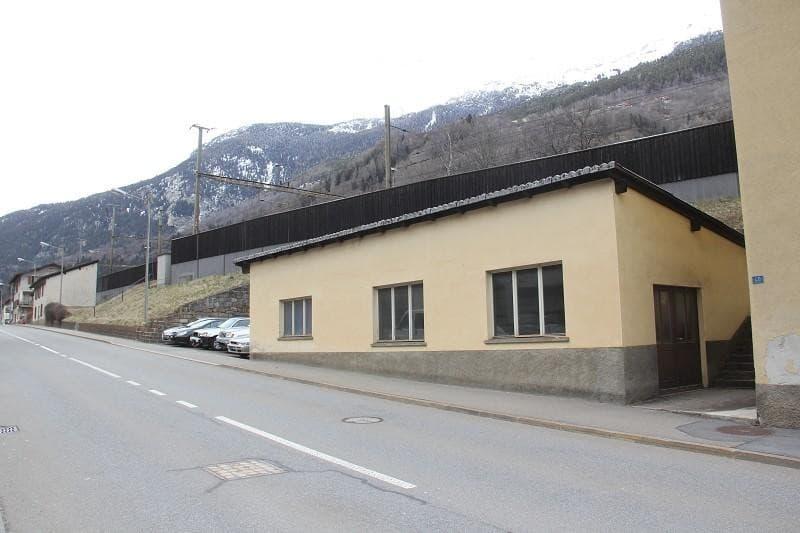 3-Familienhaus mit 4-Zi-Wohnungen und 2 Lagergebäuden / casa con 3 appartamenti e 200 m2 labaratorio (2)