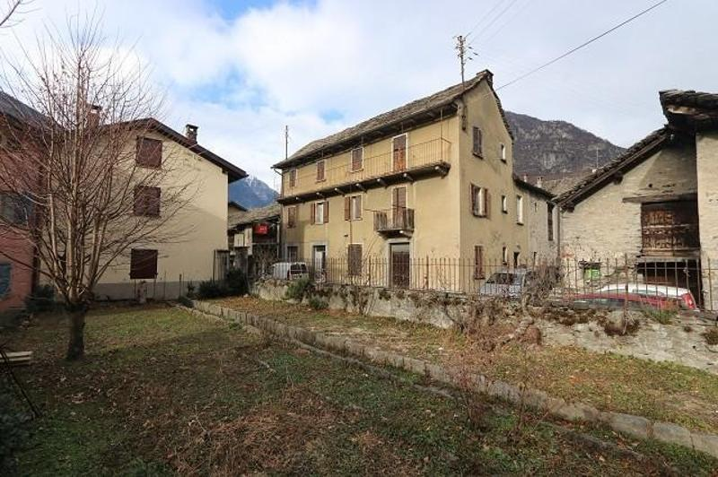 2-Familienhaus mit Rustico und Garten / casa plurifamiliare con rustico (1)
