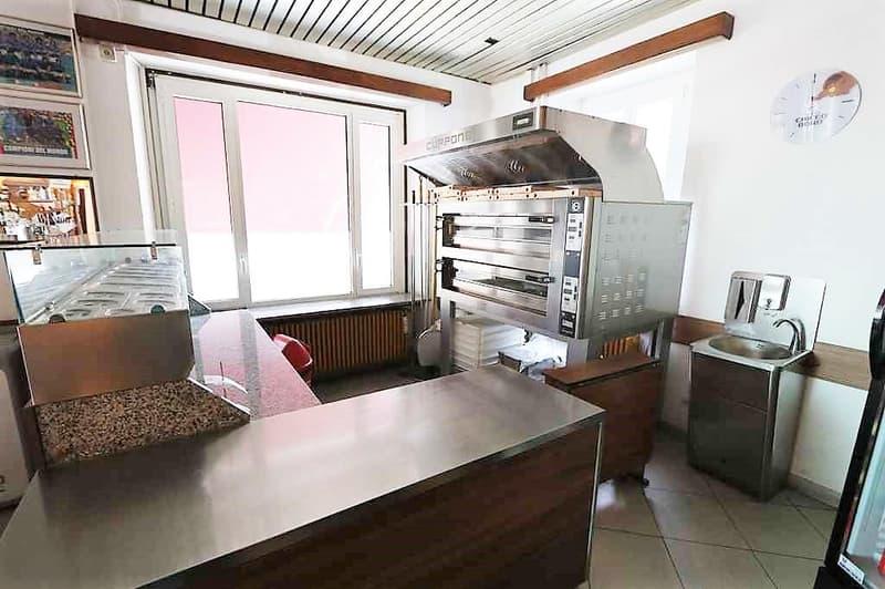Mehrfamilienhaus mit Bar-Restaurant / casa plurifamiliare con un ristorante (1)