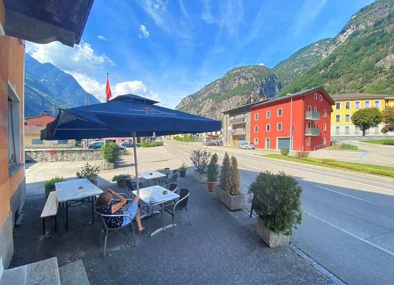 Mehrfamilienhaus mit Bar-Restaurant / casa plurifamiliare con un ristorante (2)
