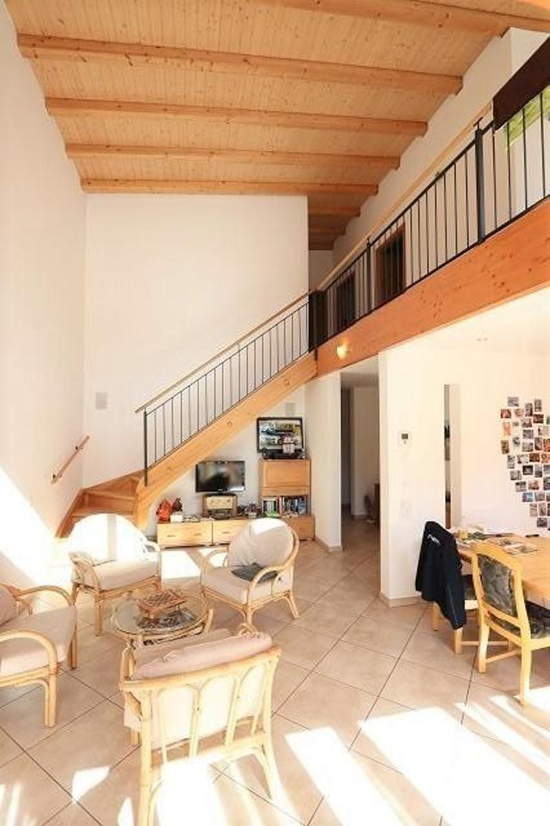 Autowerksatt mit 5 1/2-Zimmer-Maisonette sowie Baulandreserve / garage con appartamento duplex di 5 1/2 locali e terreno edificabile (2)