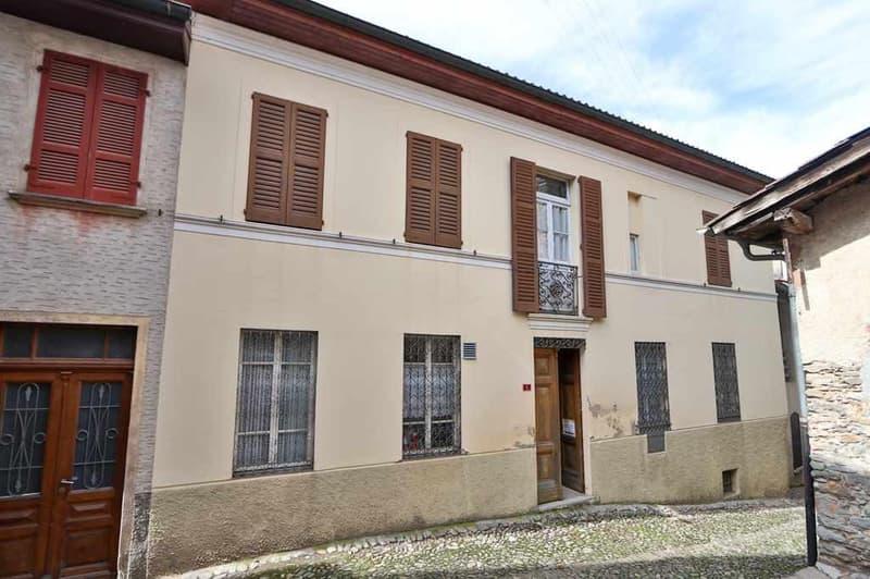 5-Familienhaus zum Ausbauen mit Baubewilligung / Casa con 5 appartamenti da ristrutturare con licenza edilizia (1)