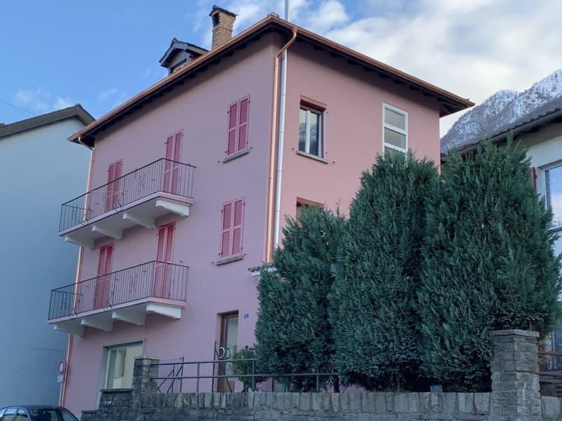Casa ticinese con due appartamenti e negozio situata nel cuore del villaggio di Vira (2)