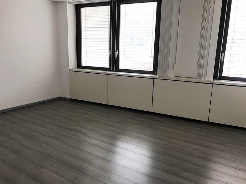 Chiasso, ufficio openspace di 120 mq (1)